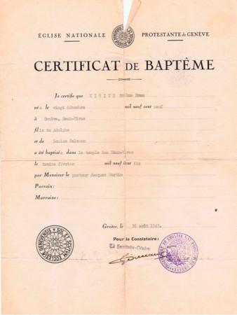 In de oorlog werd Helene opgepakt, toen ze met een badpak in haar koffer naar Vichy-Franrijk reisde. Ze moest zien te bewijzen dat ze niet joods was, en belandde in kamp Drancy. Dit is een van de vele doopsbewijzen