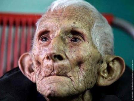 oude mensen zitten vol verhalen